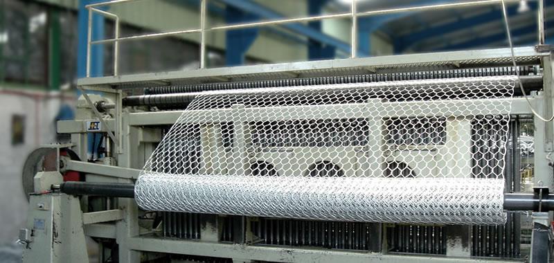 Hexagonal wire mesh machine is producing galvanized hexagonal wire mesh.